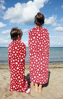 Jungs am Strand - p0452220 von Jasmin Sander