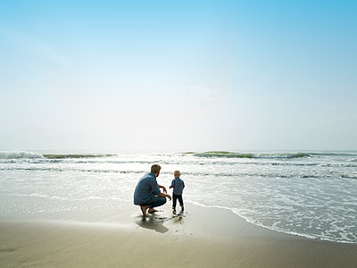 Father and son on a beach day, Bajondillo Beach in Torremolinos, - p1166m2163271 by Cavan Images