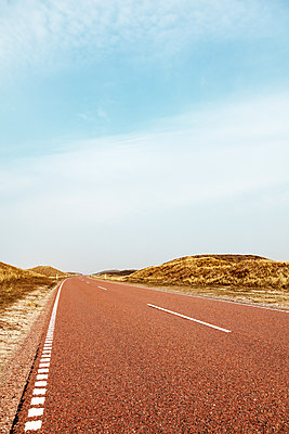 Gravel road in dune scenery  - p1168m1109589 by Thomas Günther