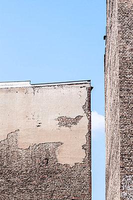 Hausmauern - p739m816999 von Baertels