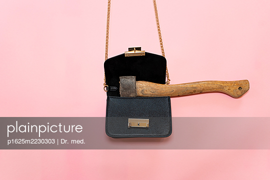 Axe in a handbag - p1625m2230303 by Dr. med.