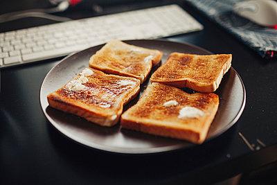 Toast - p1184m992503 by brabanski