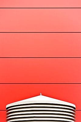 red wall and modern white construction - p965m1475244 by VCreative
