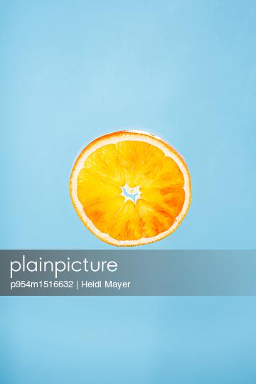 Orange - p954m1516632 von Heidi Mayer