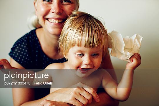 Mutter und Tochter - p972m1333473 von Felix Odell