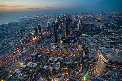 UAE, Dubai, Down Town Dubai and Sheikh Zayed Road at dusk - p300m2070789 by Michael Runkel