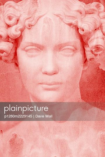 Weibliche Marmorstatue - p1280m2229145 von Dave Wall