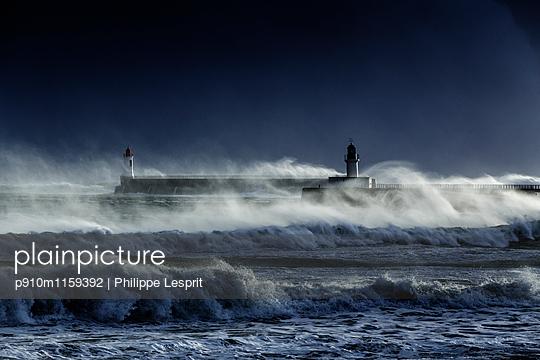 Stürmische See - p910m1159392 von Philippe Lesprit