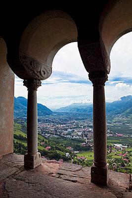 View on italian landscape - p1149m1572579 by Yvonne Röder