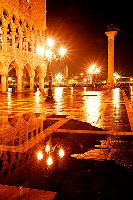 Markusplatz bei Nacht - p3300506 von Harald Braun