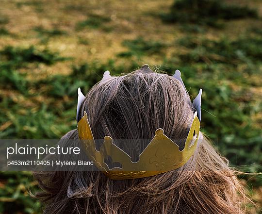 Coronation - p453m2110405 by Mylène Blanc