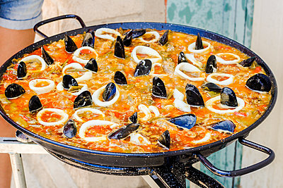 Typical Spanish seafood paella in a stove - p1166m2151797 by Cavan Images