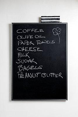 Shopping list on chalkboard - p1094m1467649 by Patrick Strattner
