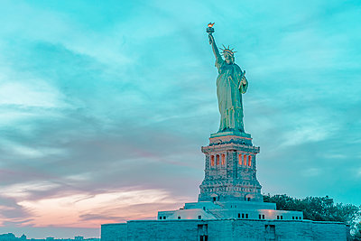 Statue of Liberty, Manhattan, New York City - p1487m2057792 by Ludovic Mornand