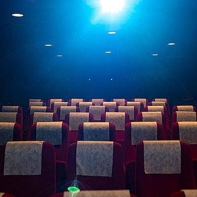 Empty cinema hall - p280m2237874 by victor s. brigola