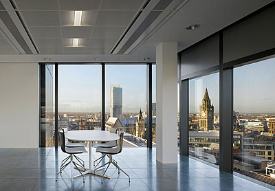 Table and chairs in office space, No.1 New York Street, Manchester, Greater Manchester. - p855m713226 by Daniel Hopkinson