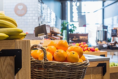 Oranges and bananas in supermarket - p1264m1173196 by Astrakan