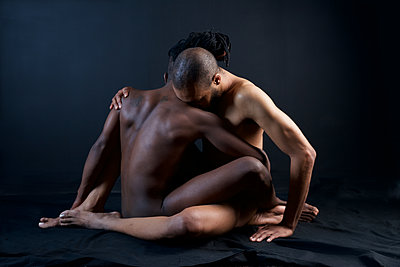 Two naked young men embracing - p1554m2272606 by Tina Gutierrez