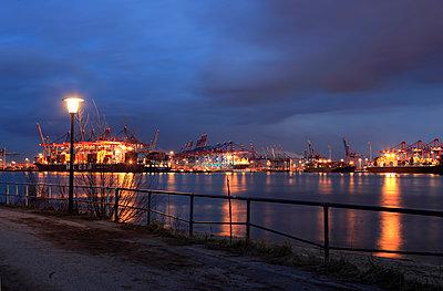 Hamburg harbour at night - p179m1475985 by Roland Schneider