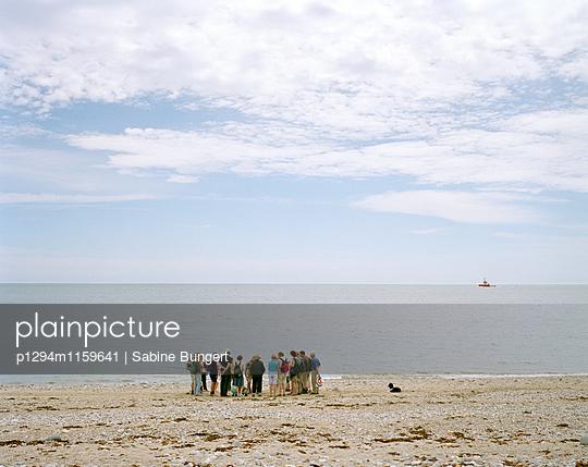 Menschen am Strand - p1294m1159641 von Sabine Bungert