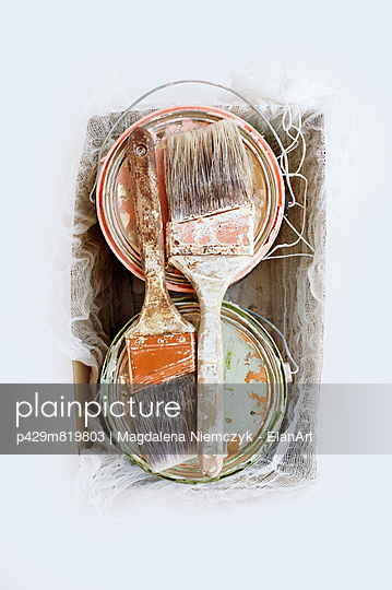 Still life of paint brushes and tins in shoe box - p429m819803 by Magdalena Niemczyk - ElanArt