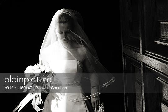 Braut - p919m1160147 von Beowulf Sheehan