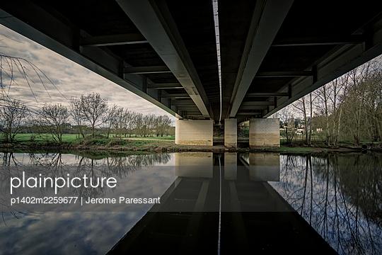 Pont du cadre noir - p1402m2259677 by Jerome Paressant