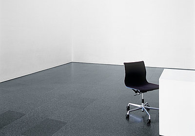 Office chair and desk in an empty room - p4737753f by STOCK4B-RF