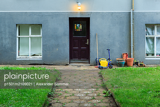 House door - p1501m2109021 by Alexander Sommer