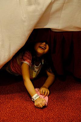 Little girl - p1105m2125100 by Virginie Plauchut