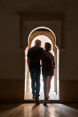 Morocco, Marrakesh, couple leaving building - p300m1450010 by Kike Arnaiz