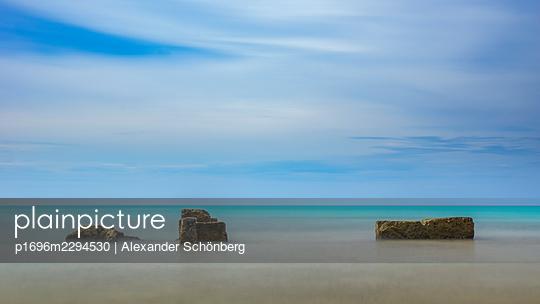Silent coast - p1696m2294530 by Alexander Schönberg