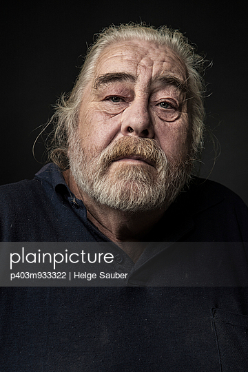 Portrait of an elderly man - p403m933322 by Helge Sauber