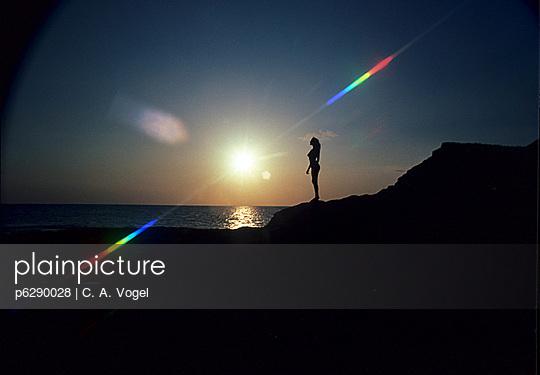 Frau vor Sonnenuntergang - p6290028 von C. A. Vogel