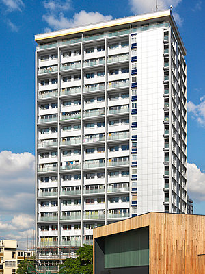 Westminster CC Citywest Homes Warwick High Rise, Westminster, London - p8551256 by Diane Auckland