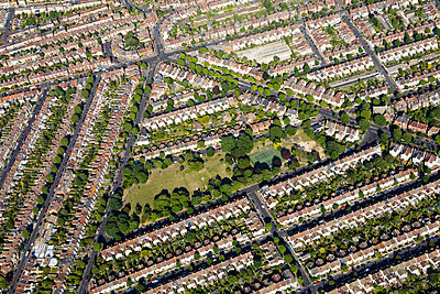Aerial view of brighton houses - p9249280f by Image Source