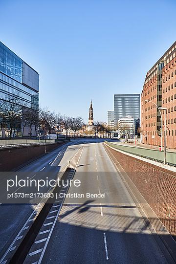 Empty Places - Hamburg, Willy-Brandt-Straße - p1573m2173683 von Christian Bendel