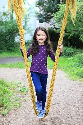 Spaß auf dem Spielplatz - p045m1044812 von Jasmin Sander