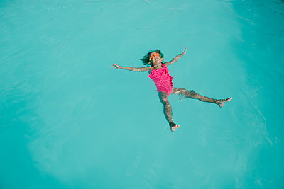 High angle view of girl in swimming pool - p1166m1541994 by Cavan Social