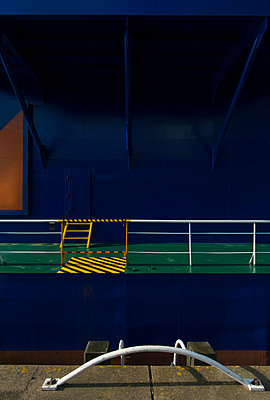 Ship detail - p1132m1032467 by Mischa Keijser