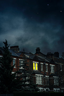 Victorian house at night - p1248m2179114 by miguel sobreira