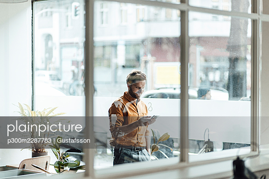 Schöneberg, Berlin, Deutschland, M40, Business, Lockdown, Coworkingplace, Frühling, Office - p300m2287783 von Gustafsson