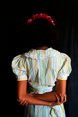 Young woman wearing traditonal costume, rear view - p1521m2089441 by Charlotte Zobel