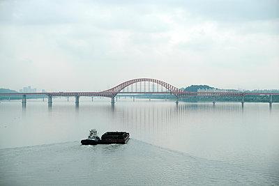 Bahnbrücke in Südkorea - p1638m2232169 von Macingosh