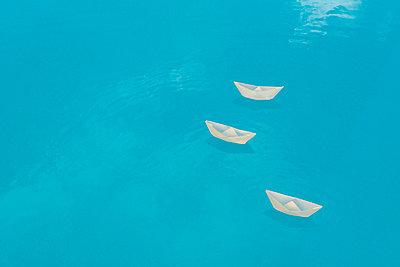 Papierboote - p451m719443 von Anja Weber-Decker