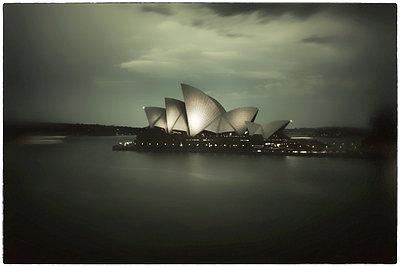 Sydney Opera House - p1154m2022433 by Tom Hogan