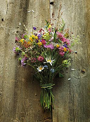 Summer bouquet - p922m2071533 by Juliette Chretien
