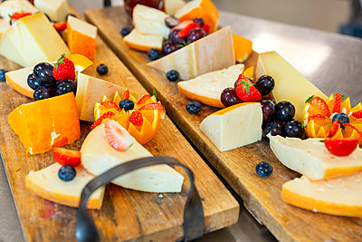 Cheese tray - p1271m2055406 by Maurice Kohl