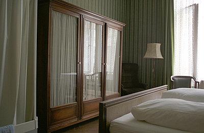 Hotelzimmer - p1320121 von Peer Hanslik