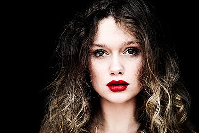 Young woman with red lipstick - p1695m2290961 by Dusica Paripovic